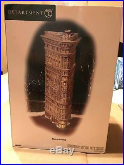 DEPARTMENT 56 CHRISTMAS IN THE CITY FLAT iRON BUILDING NIB