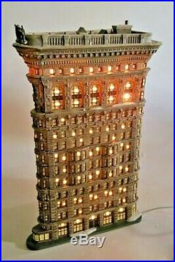 Dept 56 Christmas in the City (CIC) Series FLATIRON BUILDING #59260