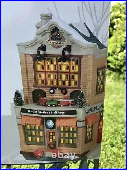 Dept 56 Christmas in the City MODEL RAILROAD SHOP brand new RARE